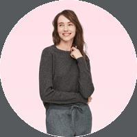 Woman wearing Uniqlo cashmere sweater